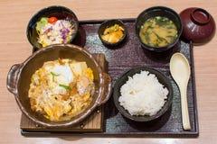 在木碗设置的日本午餐 免版税库存照片