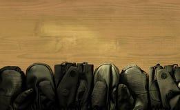 在木窗台的六个黑防水手套 免版税库存照片