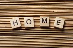 在木立方体写的家庭词概念 免版税库存照片