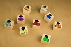 在木立方体顶部的棋典当与其他部分下落反对颜色背景 免版税库存照片