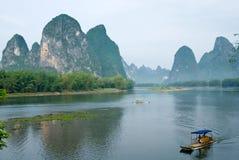在木筏河yangshuo附近的竹锂 免版税库存图片