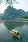在木筏河yangshuo附近的竹锂 免版税图库摄影