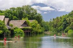在木筏的7月15,2017乘驾在别墅escudero的,拉古纳河 免版税库存照片