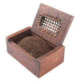 在木箱II的干茶叶 免版税库存图片