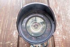 在木篱芭的一台老CCTV照相机 图库摄影