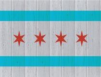 在木纹理背景的芝加哥旗子 库存照片