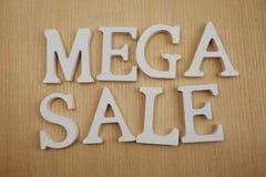 在木背景企业概念的兆销售字母表信件 库存图片