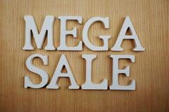 在木背景企业概念的兆销售字母表信件 图库摄影
