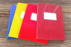 在木背景的五颜六色的大笔记本 免版税库存照片