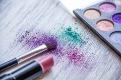 在木背景的化妆用品图象 免版税库存照片