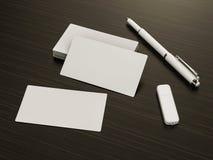 在木背景的名片空白的大模型 免版税库存图片