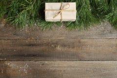在木背景的圣诞卡 免版税库存图片