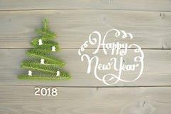 在木背景的圣诞树 新年好 免版税库存照片