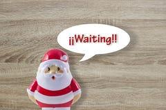 在木背景的圣诞老人玩偶 库存图片