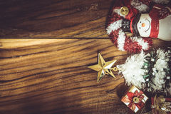 在木背景的圣诞节和新年装饰 免版税库存图片