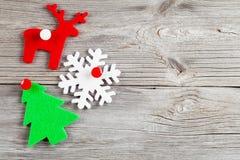 在木背景的圣诞节装饰, 免版税库存图片