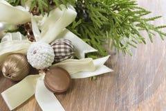 在木背景的圣诞节装饰 图库摄影