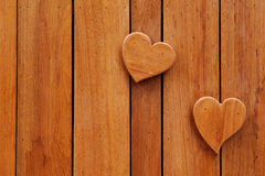在木背景的心脏 库存图片