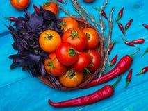 在木背景的新鲜的开胃菜 一种健康生活方式的概念 图库摄影