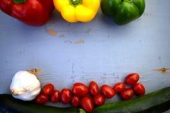 在木背景的新鲜蔬菜 图库摄影