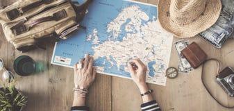 在木背景的旅行概念 免版税库存照片