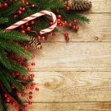 在木背景的欢乐圣诞节杉树与您的文本的空间 免版税图库摄影