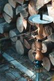 在木背景的水烟筒秋天下午 库存图片