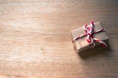在木背景的礼物盒 免版税图库摄影