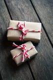 在木背景的礼物盒 库存图片
