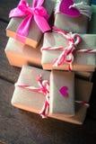 在木背景的礼物盒 图库摄影