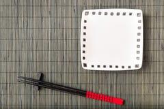 在木背景的筷子 免版税库存图片