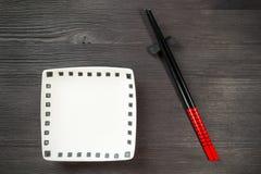 在木背景的筷子 库存图片