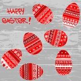 在木背景的红色复活节彩蛋 免版税库存照片