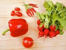 在木背景的红色菜 免版税库存照片