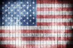 在木背景的美国国旗 库存照片