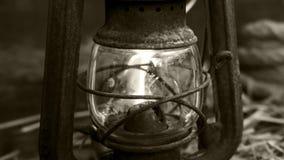 在木背景的老灯笼 免版税库存图片