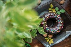 在木背景的自创蛋糕 库存照片