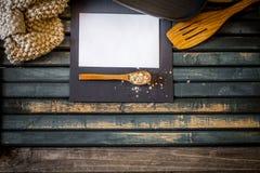在木背景的舒适厨房静物画 文本白皮书的地方 图库摄影