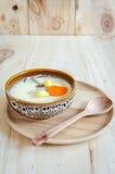 在木背景的蒸的鸡蛋 免版税图库摄影