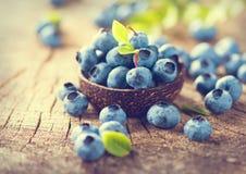 在木背景的蓝莓 免版税库存照片