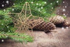在木背景的装饰圣诞节构成 免版税库存图片