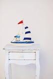 在木背景的装饰帆船 免版税库存照片