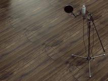 在木背景的话筒 免版税库存照片