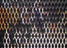 在木背景的金属笼子 免版税库存图片
