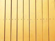 在木背景的金黄纹理 库存照片