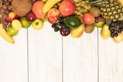 在木背景的静物画果子 图库摄影