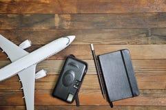 在木背景的飞机 免版税库存图片
