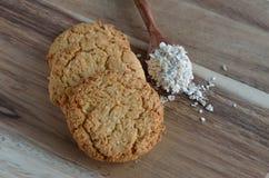 在木背景的麦甜饼 免版税库存图片