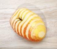 在木背景的Apple片式 库存图片