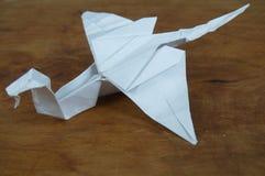 在木背景的Origami 库存照片